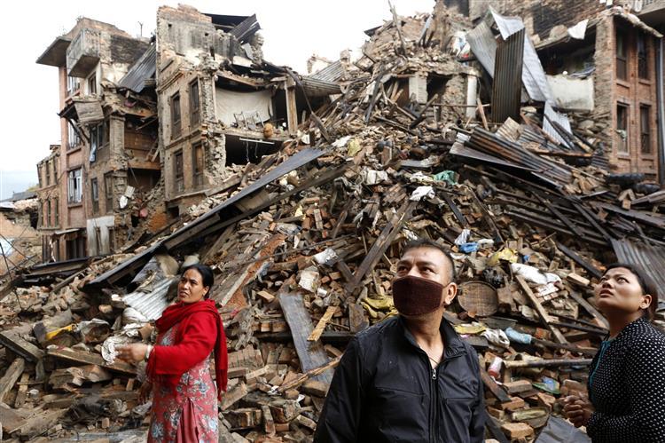 Número de mortos no Nepal ultrapassou os 4 mil
