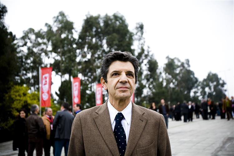 Carrilho condenado a pagar indemnização a padrasto de Bárbara Guimarães