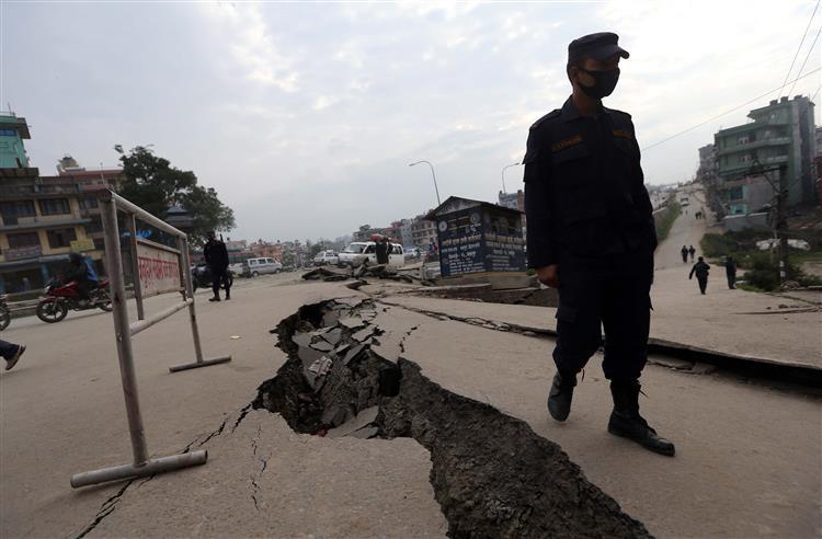 Governo identificou 21 portugueses no Nepal, sete já voltaram a casa