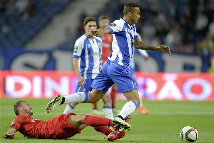 FC Porto vence Penafiel (2-0)