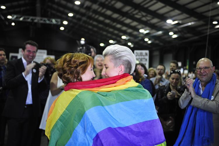 Irlanda: Líder do 'Não' reconhece derrota no referendo ao casamento gay