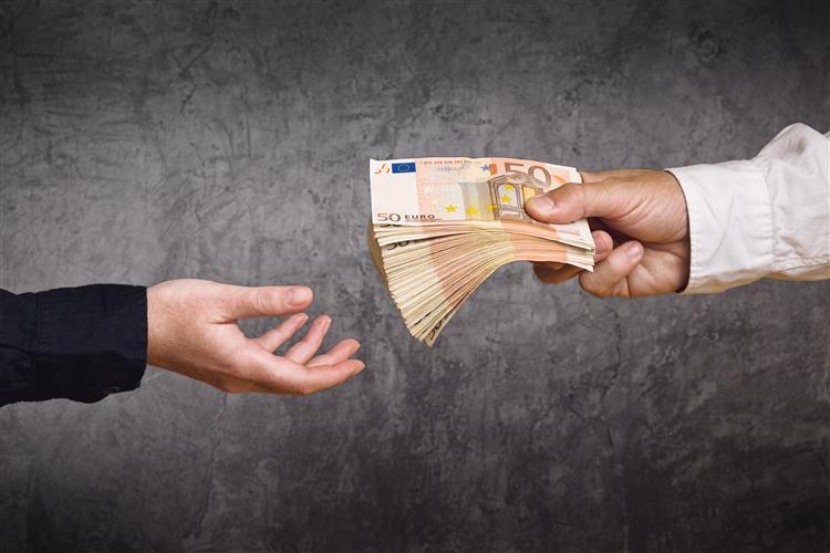 Estado pagou à 'troika' 535 milhões de euros em juros até Abril