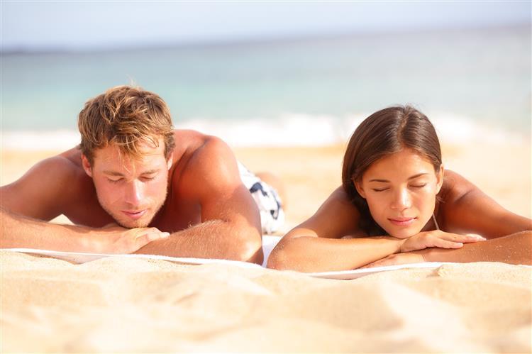 Por que nos sentimos cansados a seguir a um dia de praia?