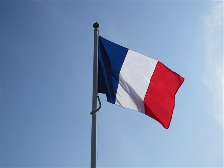 Ex-ministro francês absolvido no caso L'Oréal