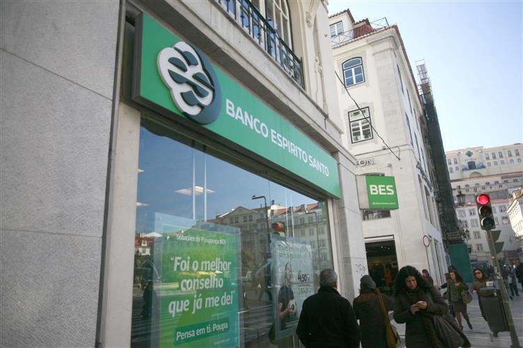 Lesados do BES dizem que interessados no banco não devem acreditar no BdP