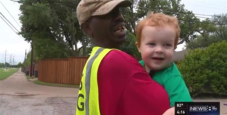 Menino despede-se do melhor amigo: o homem do lixo [vídeo]