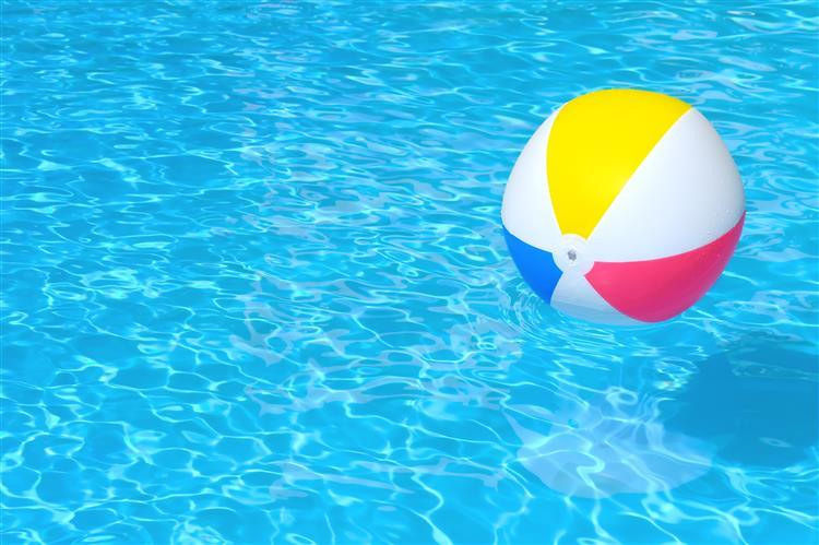 Criança de três anos morreu afogada em piscina