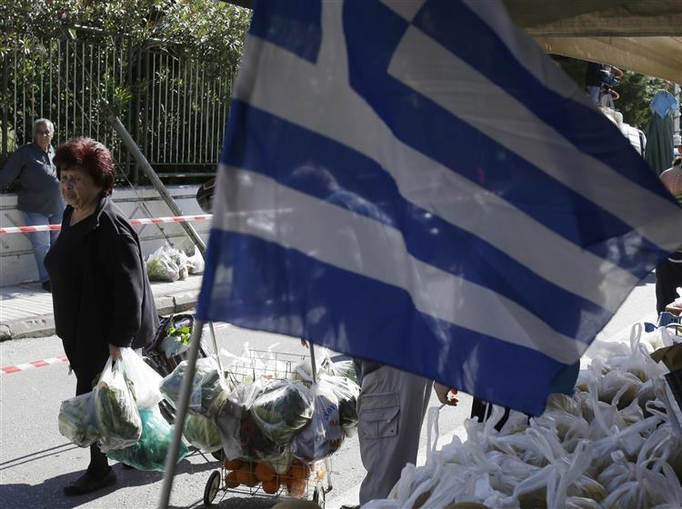Parlamento aprovou. Grécia vai readmitir 4 mil funcionários públicos