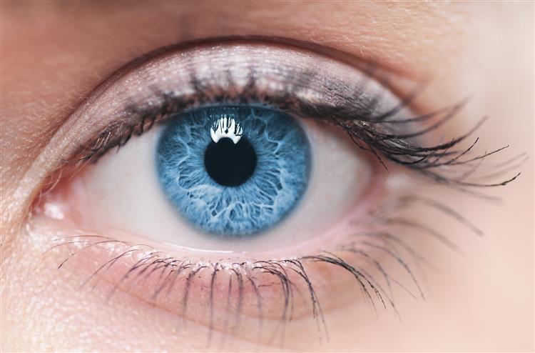 Oftalmologistas emitem alerta sobre cirurgia que muda a cor dos olhos