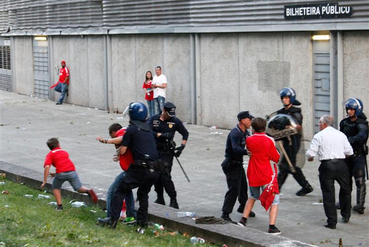 Guimarães-Benfica: PSP envolvido em agressões foi suspenso
