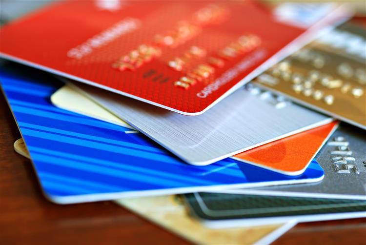 Bancos obrigados a enviar extratos de cartões de crédito e créditos pessoal