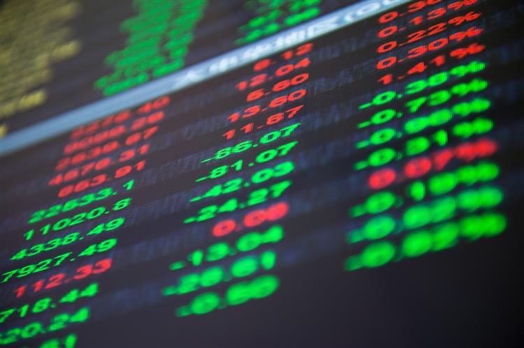 Bolsa chinesa continuou em terreno negativo um dia depois de uma 'queda histórica'