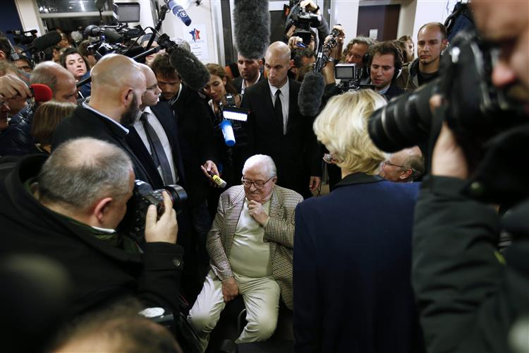 Tribunal dá razão a Jean-Marie Le Pen em processo contra a filha