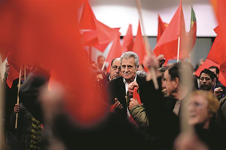 PCP explora capitulação do Syriza