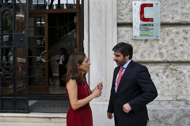 Governo dá 300 mil euros a crianças e jovens portugueses na Europa