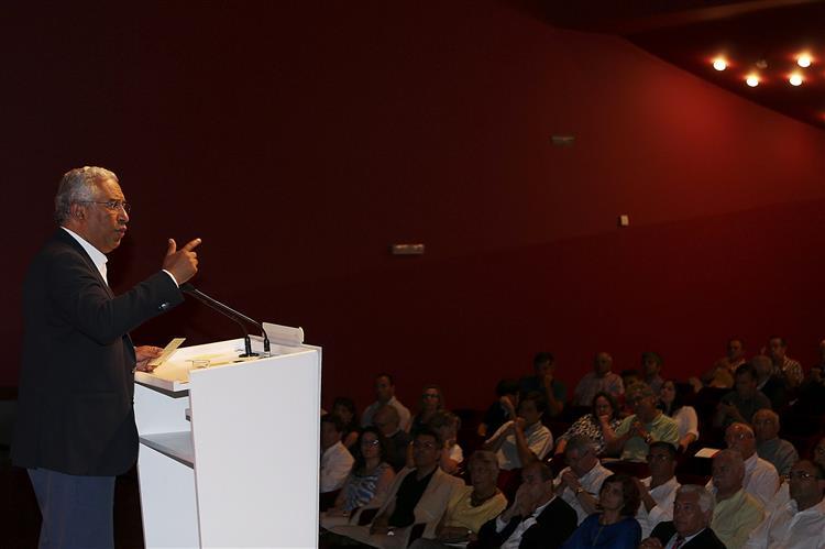 Costa diz que respeita soberania grega e não comenta referendo