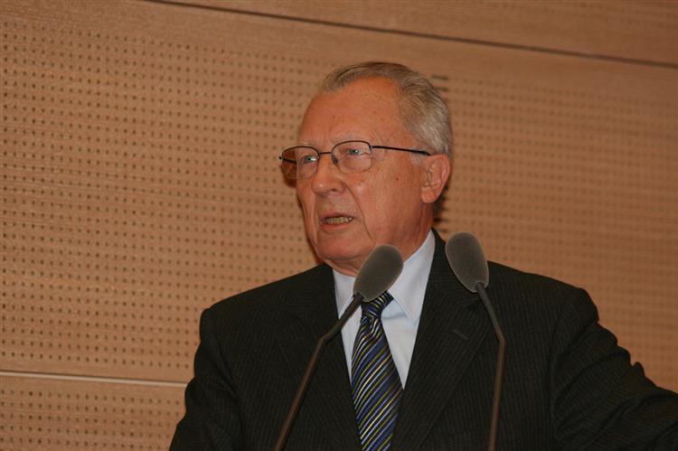 Jacques Delors pede que se salve a Grécia