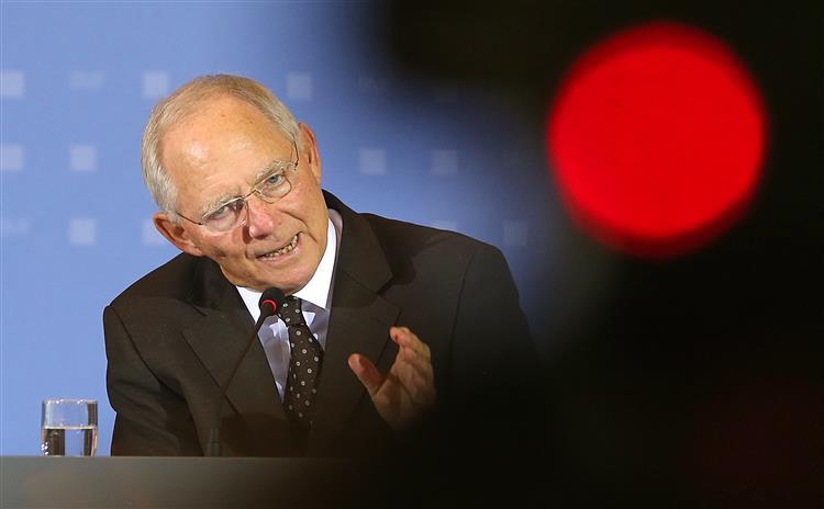 Schäuble diz que sem programa não se pode ajudar Atenas dentro do euro