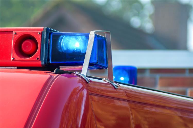 Cadáver em decomposição encontrado dentro de um carro