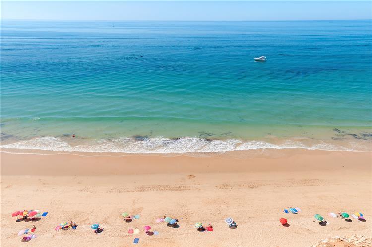 203 praias portuguesas 'acessíveis' a deficientes em 2015