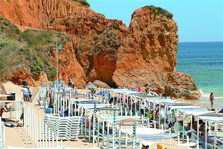 Nova derrocada na praia Maria Luísa