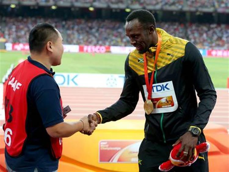 Homem que 'atropelou' Usain Bolt fala sobre o que se passou