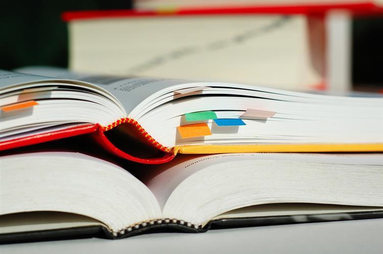 Reutilização de manuais escolares. Mais de 100 queixas por incumprimento da lei