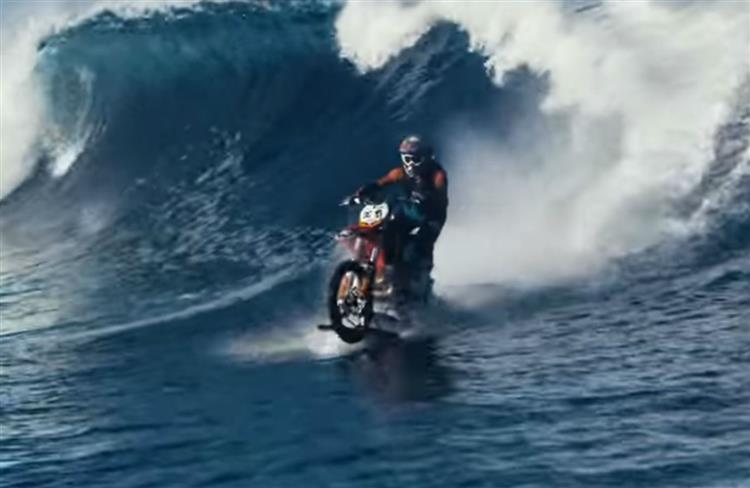 Surf? 'Tá a andar de mota [vídeo]