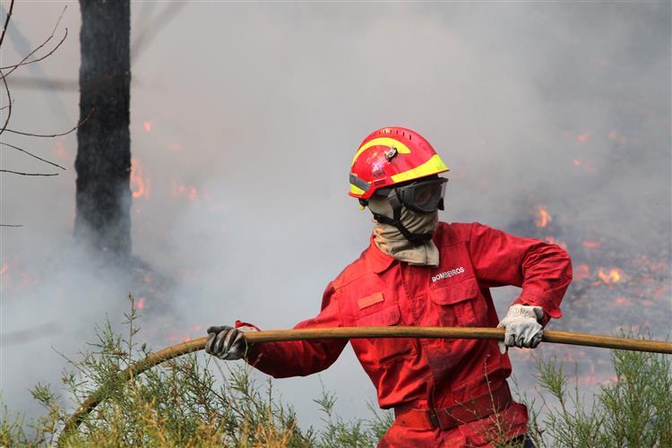 Incêndio no concelho de Coimbra agrava-se