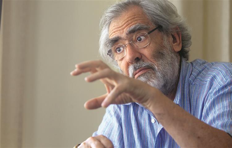 António Barreto: 'Sem a troika estaríamos numa desgraça total'