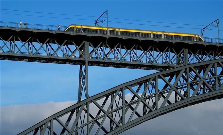 Transdev e Alsa com melhores propostas para Metro do Porto e STCP