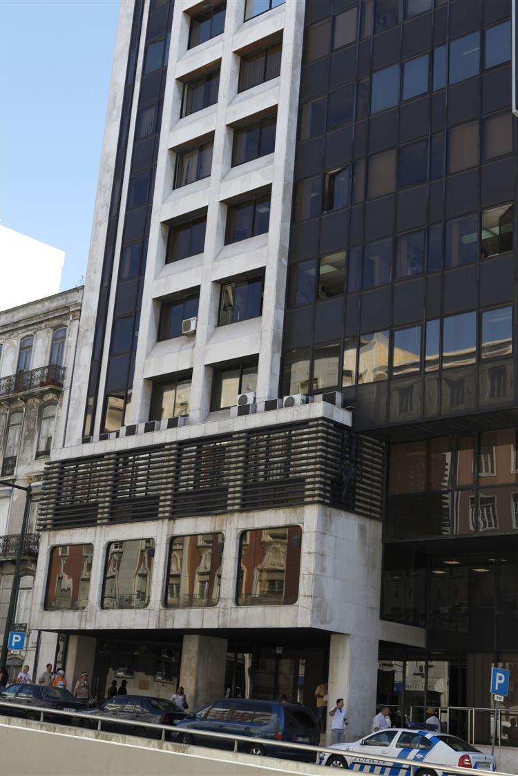 SEF detém dois estrangeiros com documentos falsos