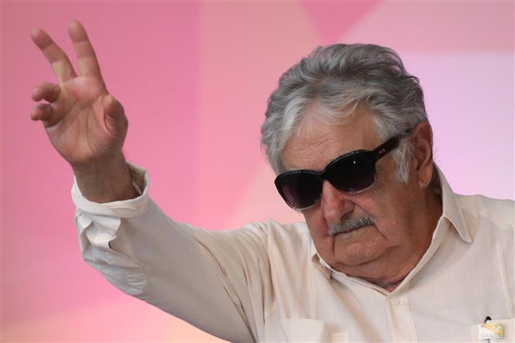 """Mujica diz que Maduro está """"louco como uma cabra"""""""