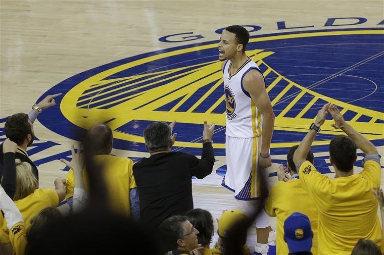 """Curry e os Warriors gritaram: """"Não vamos já para casa"""""""