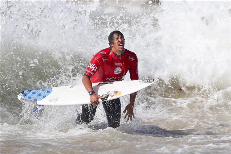 Circuito Mundial De Surf : Vasco ribeiro nos quartos da etapa do circuito mundial