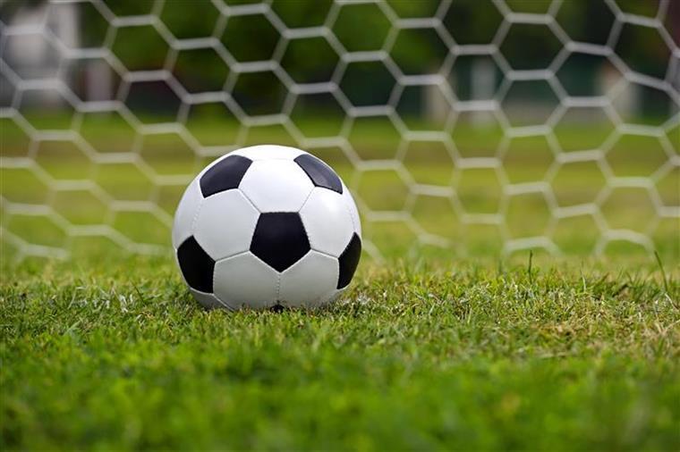 FIFA. Federação espanhola multada devido a transferências de menores