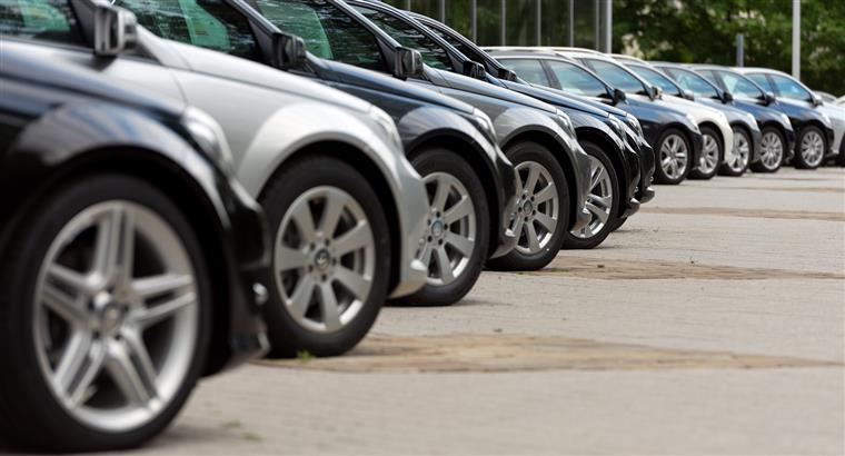 Volkswagen passa de perdas de 1,7 mil milhões para lucros de 2,2 mil milhões