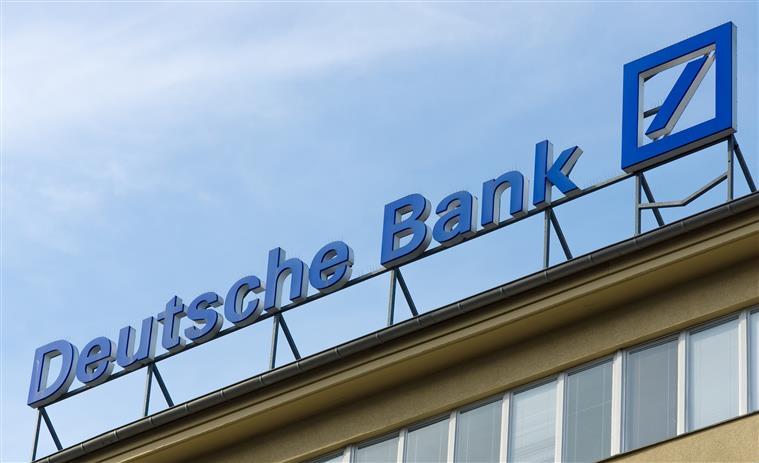 Deutsche Bank surpreende e regressa aos lucros no terceiro trimestre