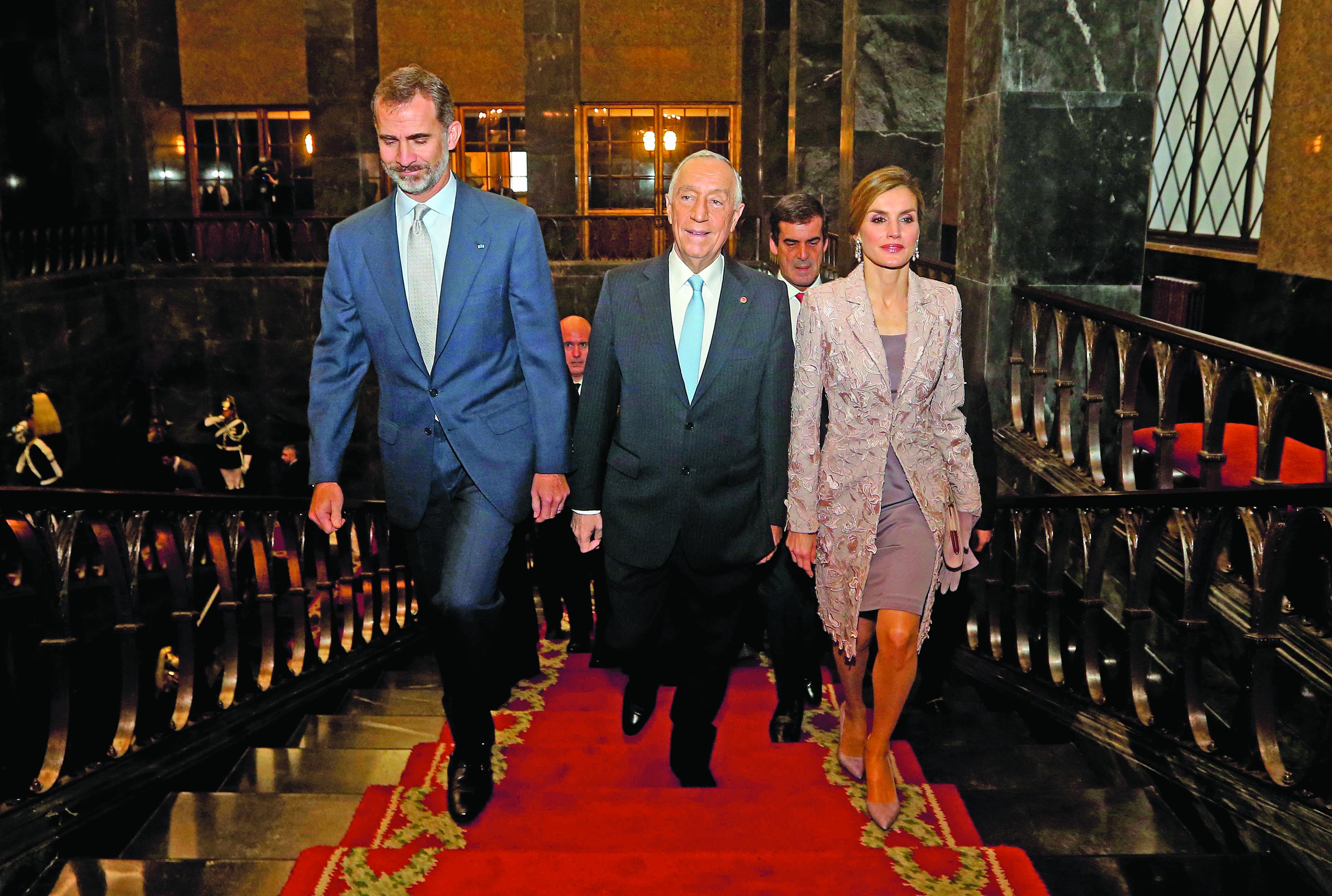 Fotos: Reis de Espanha recebidos pelo Presidente da República e com Honras Militares