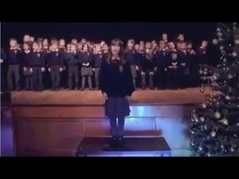 Menina autista de 10 anos canta 'Hallelujah' em interpretação viral