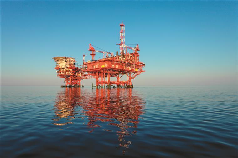 Rússia anuncia reunião de países produtores de petróleo em Viena no sábado