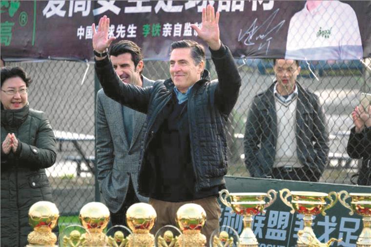 Diretor da Academia Figo na China. 'De 0 a 10, futebol chinês recebe um 5'