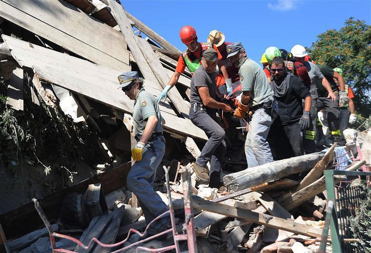 Número de mortos em Itália sobe para 267