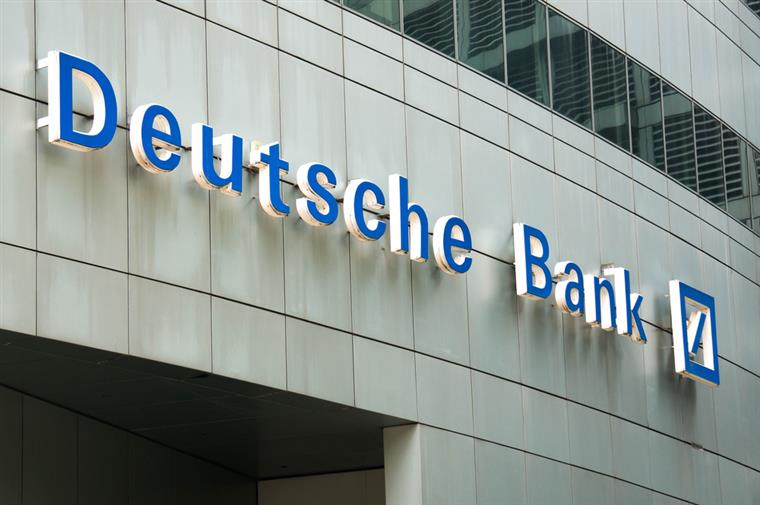 Deutsche Bank vende seguradora e acalma mercados
