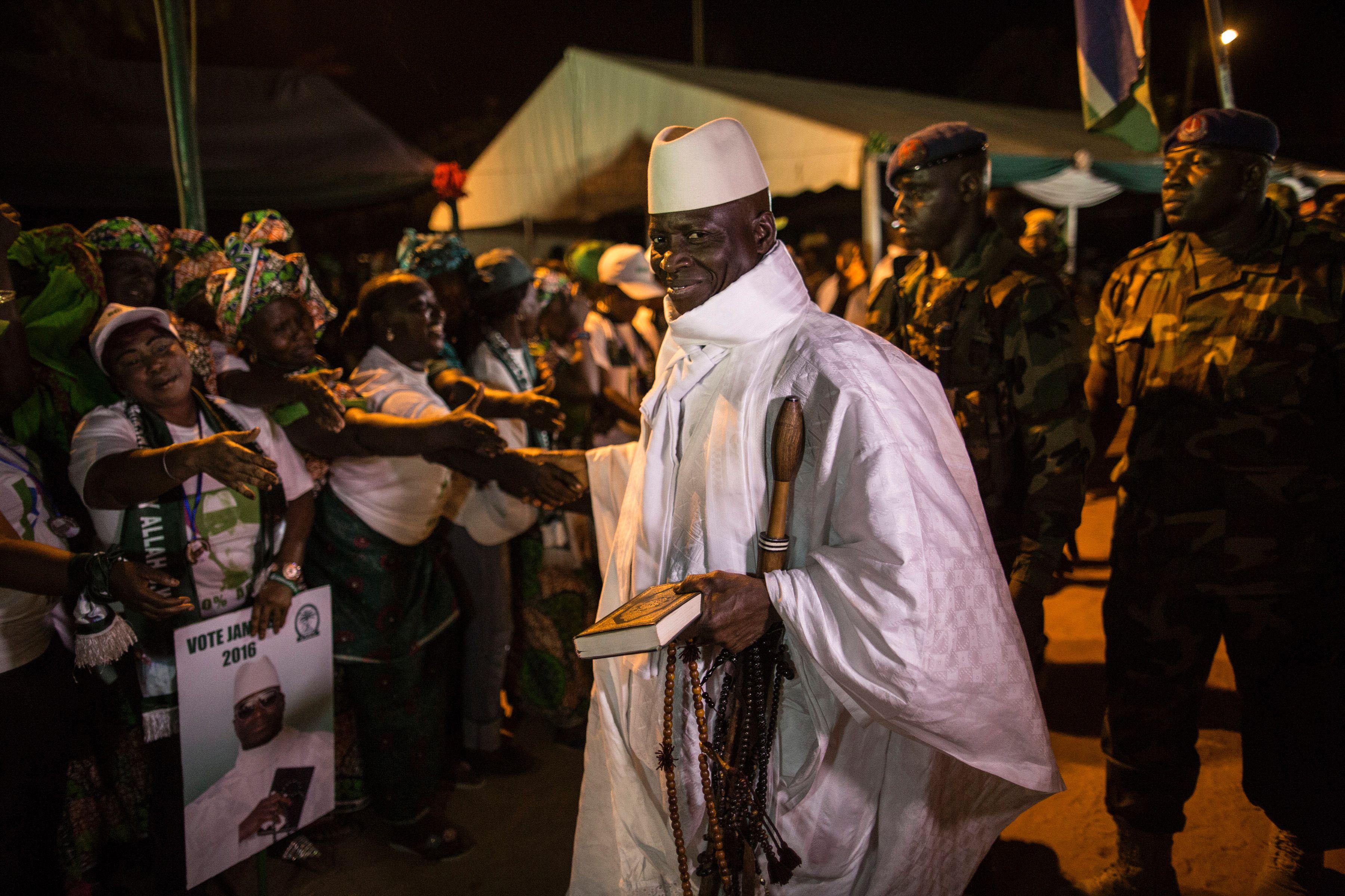 Filho do presidente eleito da Gâmbia morto por cão
