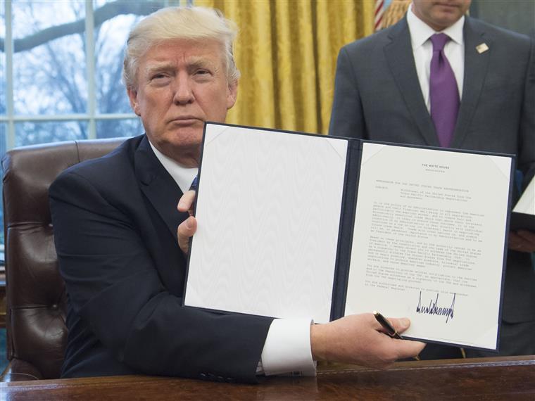 EUA. Trump confirma abandono das negociações do TPP