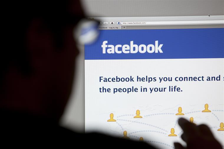 Está viciado nas redes sociais? Pode ser dos genes
