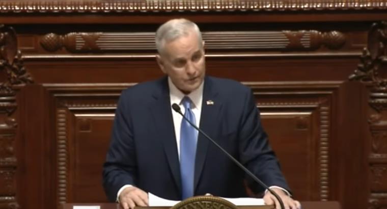 EUA. Governador desmaia a meio do discurso [vídeo]