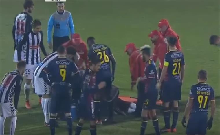 O lance que deixou um jogador do Nacional inconsciente [vídeo]